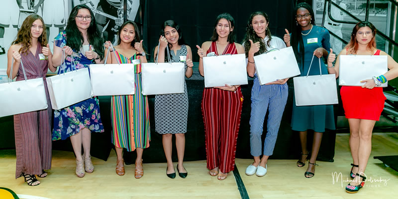 2019 ITWomen Scholarship Awards laptops2 6-10-19-137